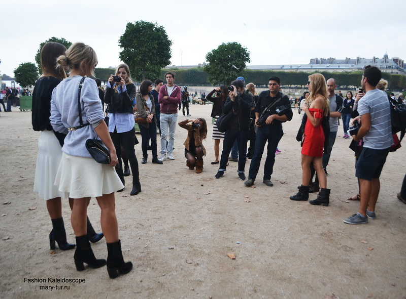 Paris Fashion Week- streetstyle before Elie Saab Spring 2014