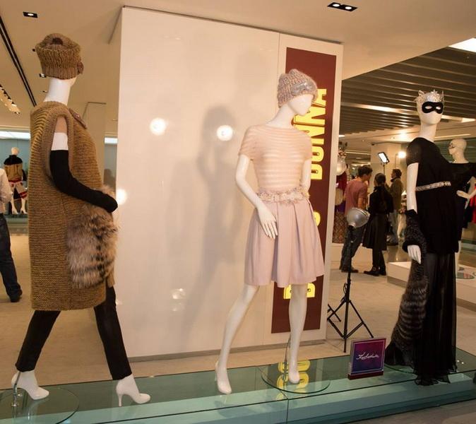 Экспозиция новогодних образов от лучших российских дизайнеров в Смоленском Пассаже