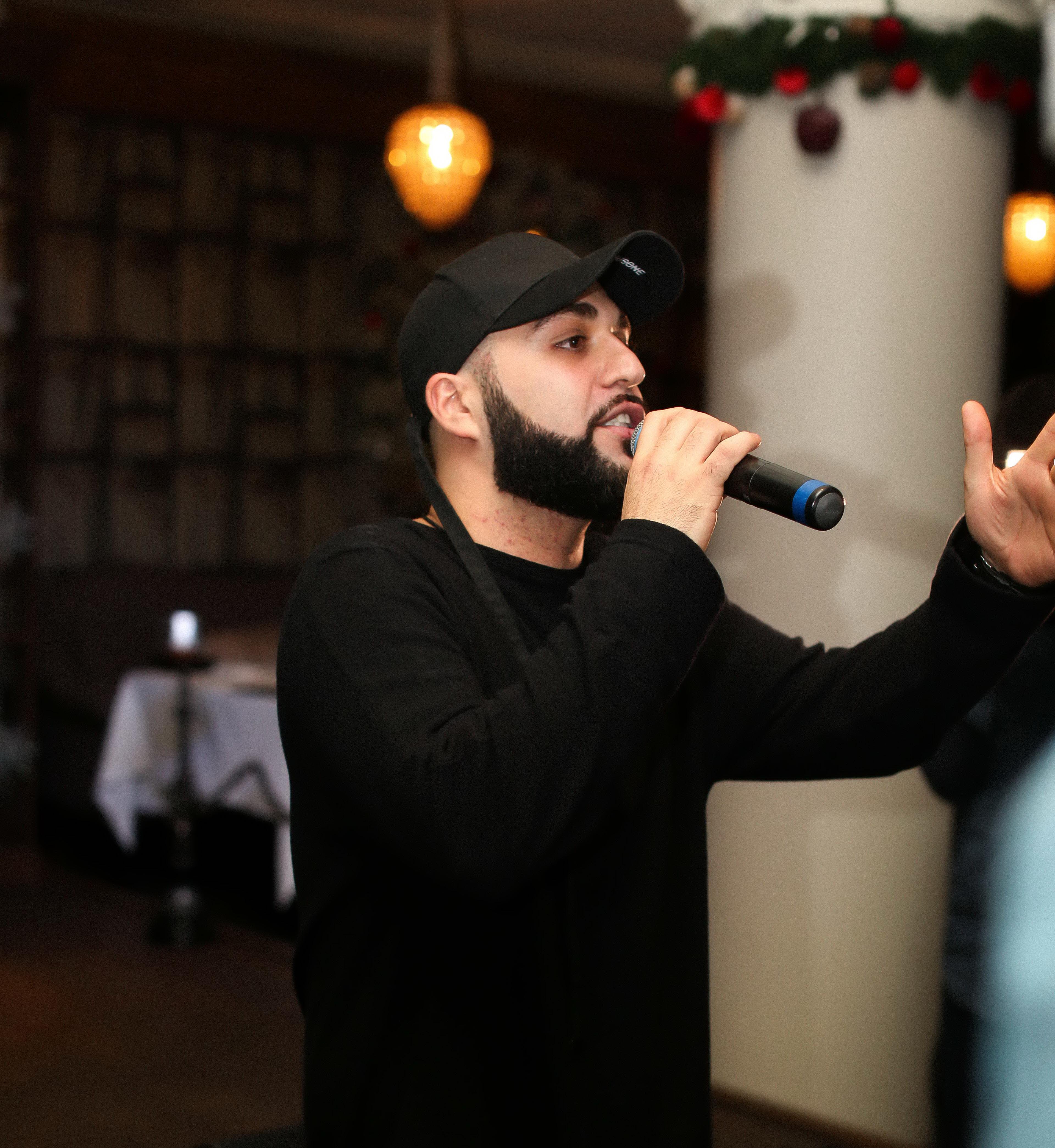 27 декабря в ресторане The Сад музыкант лейбла LF Pro Sha Man представил клип «Я люблю ее»